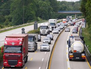 a lot of cars on highway moving to North Carolina from Florida