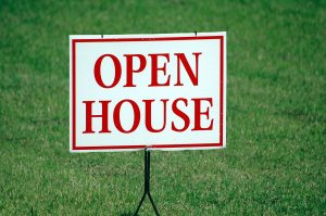 A sign 'Open house'