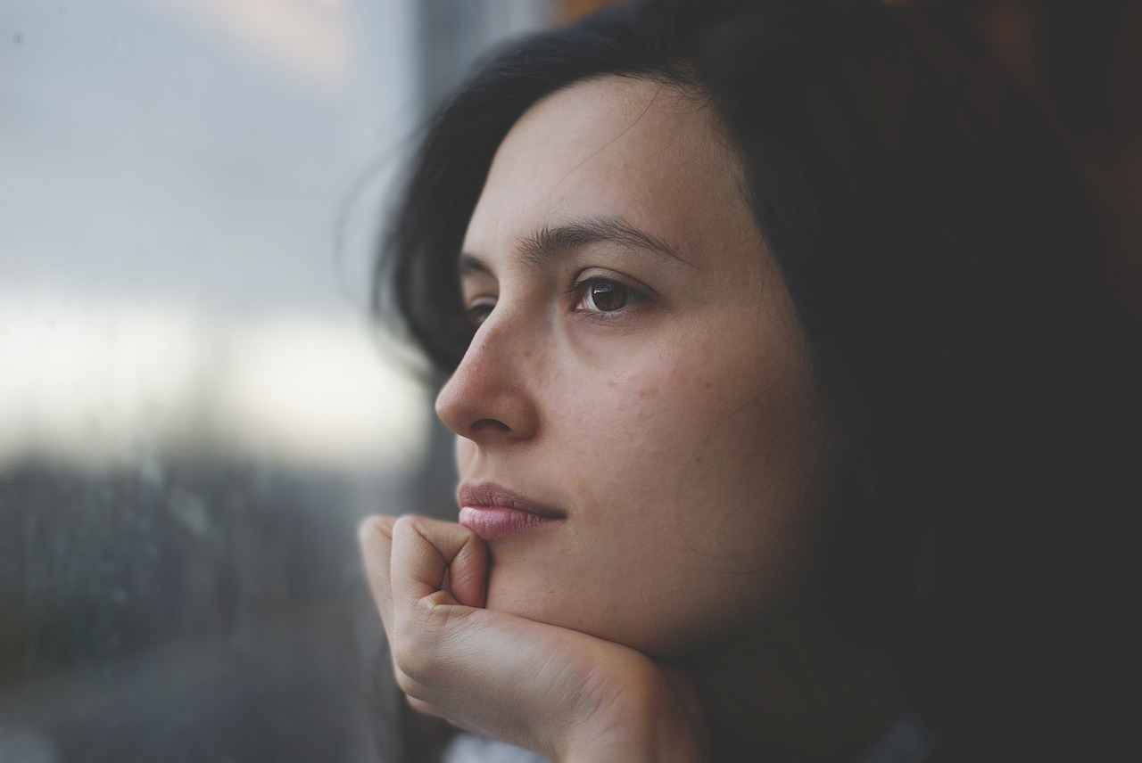 A woman thinking how to mentally prepare for a move