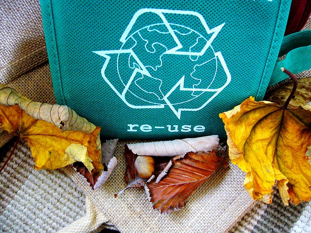 Bag with the reminder to reuse packing and moving supplies
