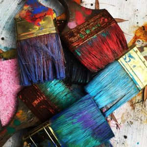 Paint brushes for decorating your new home on a budget
