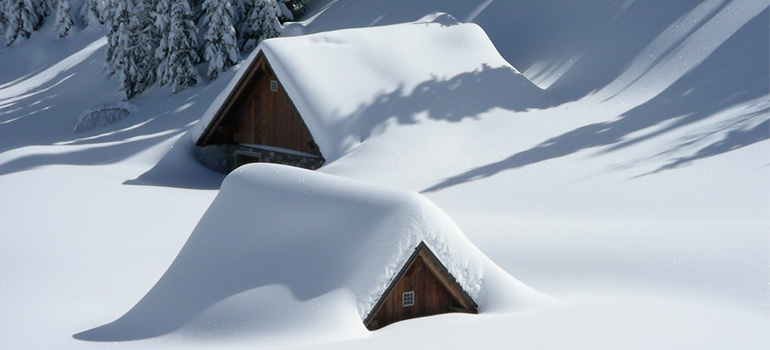 An image that illustrates the importance of properly storing your items during winter