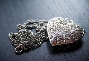 A necklace, is omeothing valuable is stolen from you renters insurance will cover it